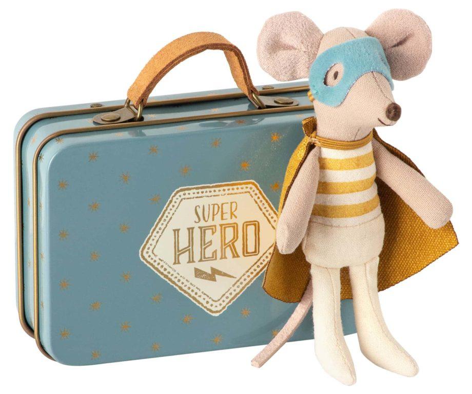MAILEG Souris super héros avec valise en métal